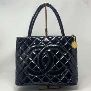 authentic Chanel Quilted  Leather CC Logo bag